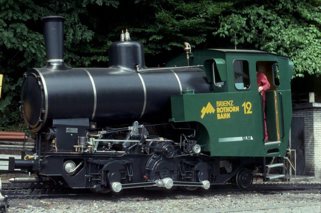 Die neue Zahnrad-Dampflokomotive H 2/3 Nr. 12 der Brienz-Rothorn-Bahn kurz nach Ablieferung während der Inbetriebsetzung am ....1992 in Brienz. Foto Roger Waller
