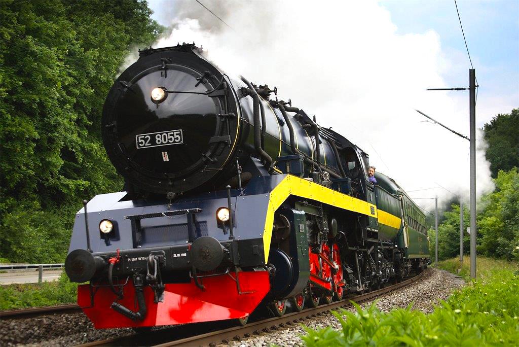 Die modernisierte 52 8055 beschleunigt am 8. 6. 2014 einen Extrazug auf der Steigung von Winterthur nach Effrektikon. Foto Georg Trüb