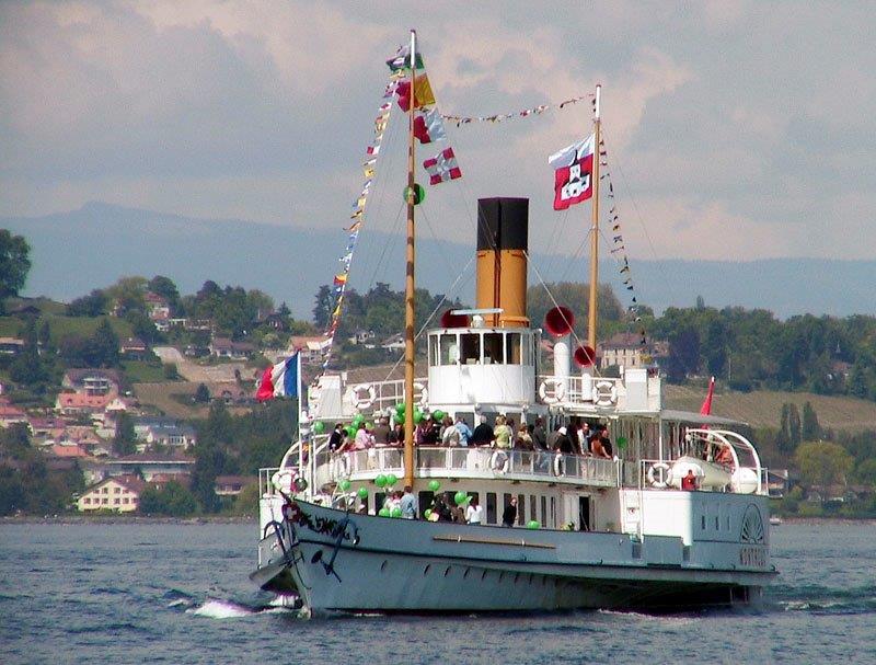 DS Montreux auf dem Genfersee in voller Fahrt: Foto Robert Horlacher