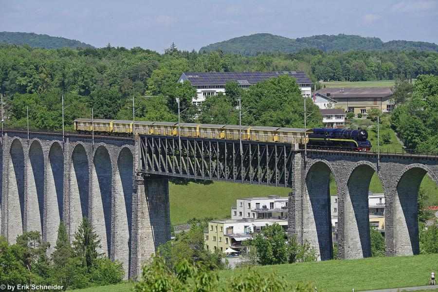 52 8055 mit 10 z2-postwagen_eglisauer viadukt_2017_05_21_foto erik schneider_red